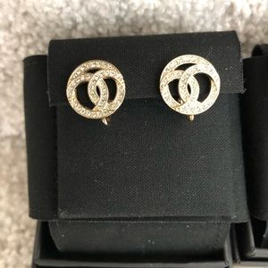 Brand new +100% authentic Chanel earrings gold